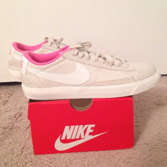 NEW Nike blazer low-top Sneaker, size 8M
