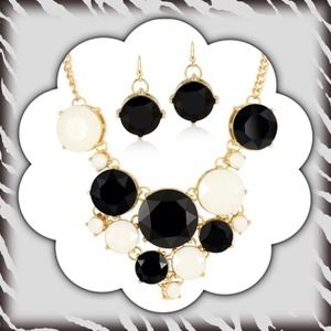 Jewelry - 🎄Black & White Bubble Style Necklace/Earrings Set