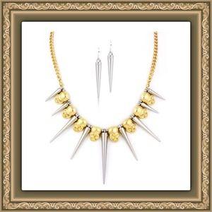 Jewelry - 🎄NWT 2 Piece Set Spike & Skull Statement Necklace
