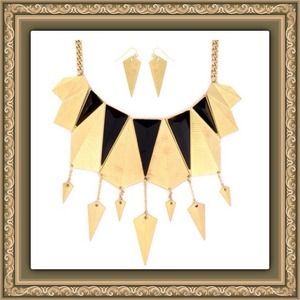 NWT Statement Bib Style Necklace and Earrings Set.