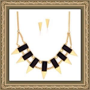 Jewelry - 🎄NWT 18K Gold Plated Statement Necklace &Earrings