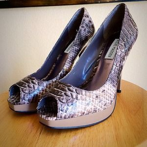 ✨LAST REDUCTION✨HP✨Snake Print SM Pumps