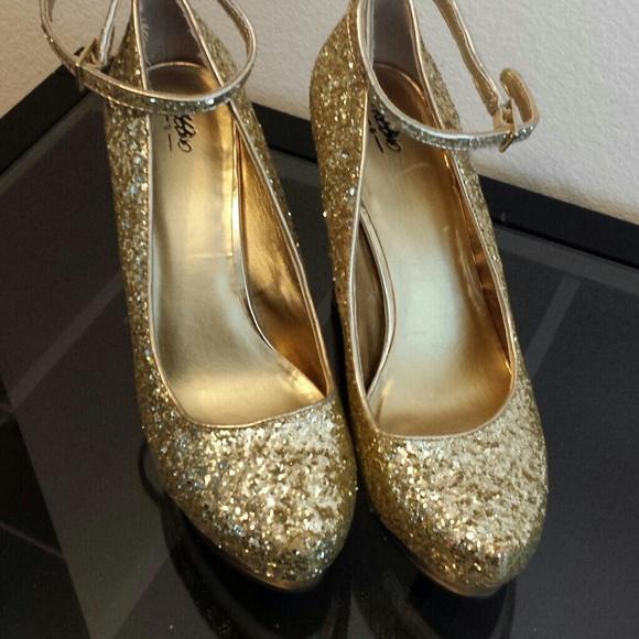 ed1e073f367 Target gold glitter heels. M 5461530ee989557d76402f54