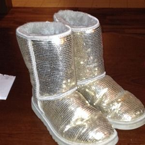Size 6 sequin uggs