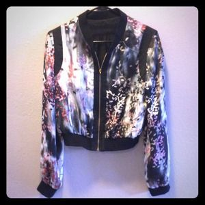 💗 NWOT Silky and Chiffon Floral Bomber Jacket 💗