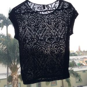🚫SOLD💗 H&M see through Aztec pattern tee 💗