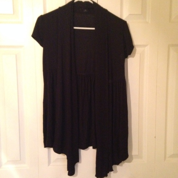 Forever 21 - Black Short Sleeve Drape Cardigan from Lauren's ...