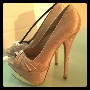 Shoes - Final price!!! NWT CHAMPAGNE GLITTERY HEELS SIZE 7