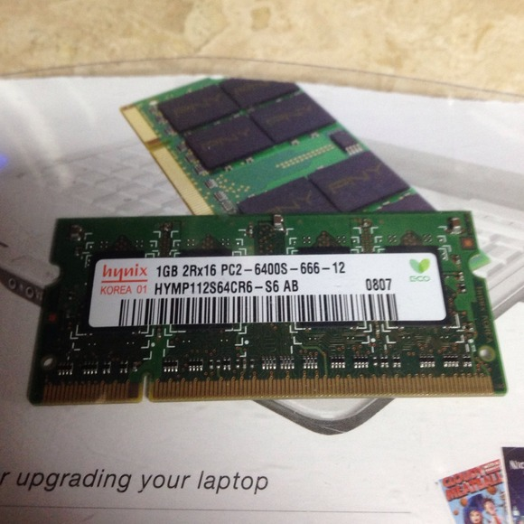 Hynix Other - 1 GB DDR2 PC2-6400 800 MHz 200 pin memory stick
