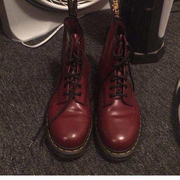 niska cena wyprzedaż w sklepie wyprzedażowym całkowicie stylowy Red/Burgundy Dr. Marten 8 Hole Men Size 8