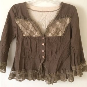 Vintage look top with lace trim . New without tag.
