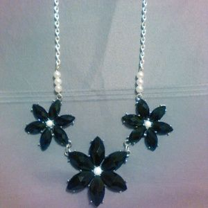Black flowers and pearls necklace