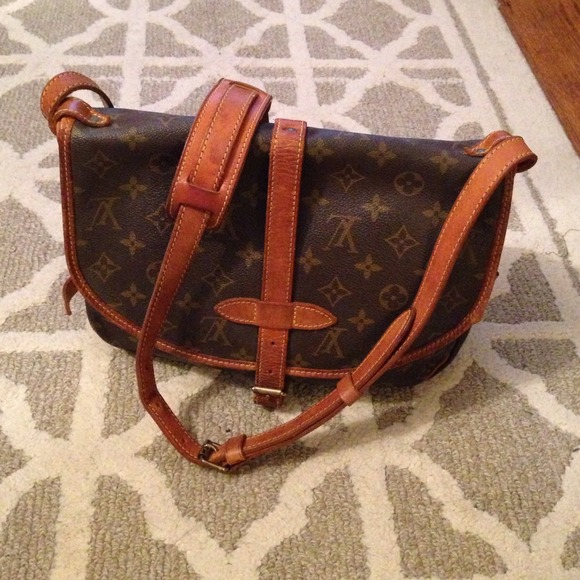 Louis Vuitton Handbags - Louis Vuitton Saumur 30 4a2e95310418d
