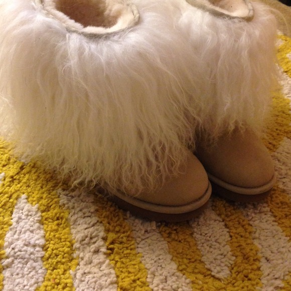 ab6c7528373 Sold!!Authentic Sherpa haired Ugg boots Sold!!