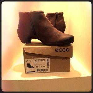 Ecco Shoes - 🌸🌺 HP 9/13/15 🌺🌸 ECCO Brown Leather Zip Boots