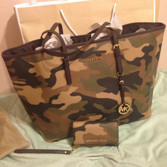 e213cf9d7713 🎉Black Friday sale🎉 Michael Kors Army Camo bag