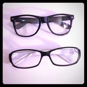 Accessories - Black framed glasses