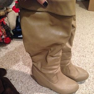Taupe wedge boot