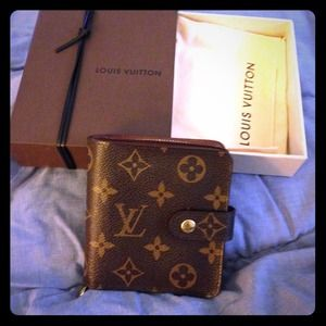 Louis Vuitton Clutches & Wallets - ✨Authentic Louis Vuitton Wallet✨