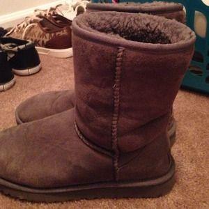 Grey classic medium UGG boots, Woman size 8