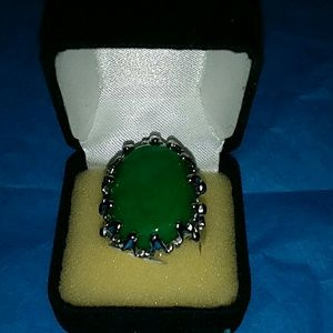 Jewelry - Green dinner ring