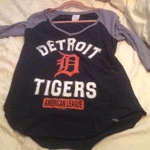 5th & Ocean Tops - Detroit Tigers baseball tee