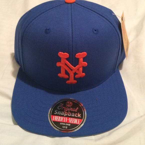 0d5613a98cc Mets SnapBack. NWT. American needle