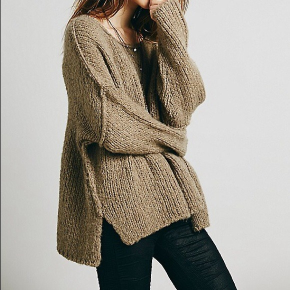f6575469b9894 RESERVED BUNDLE Free People Oversized Sweater NWT