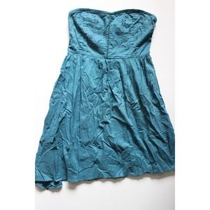 Dresses & Skirts - Blue strapless dress with floral embroidery