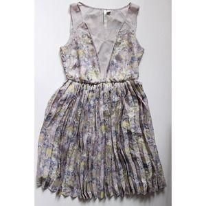 LC Lauren Conrad Dresses & Skirts - Pretty pale floral dress