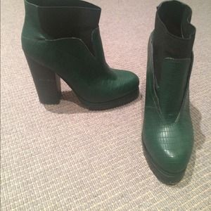 Shoe cult Shoes - Hunter green booties. Great condition.