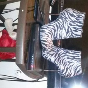 Zebra sparkle/silver heels !!