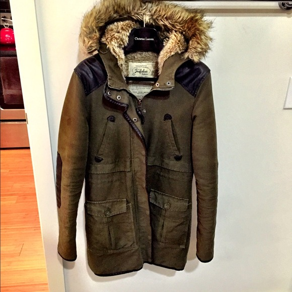75% off Zara Outerwear - Zara Army Green Parka w. Fur Hood and ...