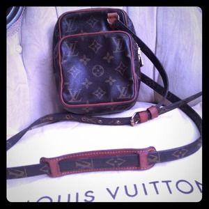 Louis Vuitton Handbags - Authentic LV Vintage Avalone Crossbody