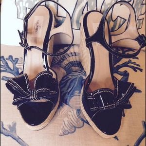 Valentino Black Patent Leather Bow Sandals 10/40
