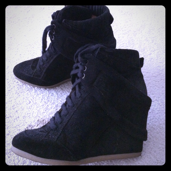 Zara Shoes   Zara Black Suede Wedge