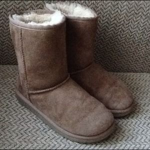 UGG SHEEPSKIN BOOTS GIRLS sz 2, EXCELLENT!
