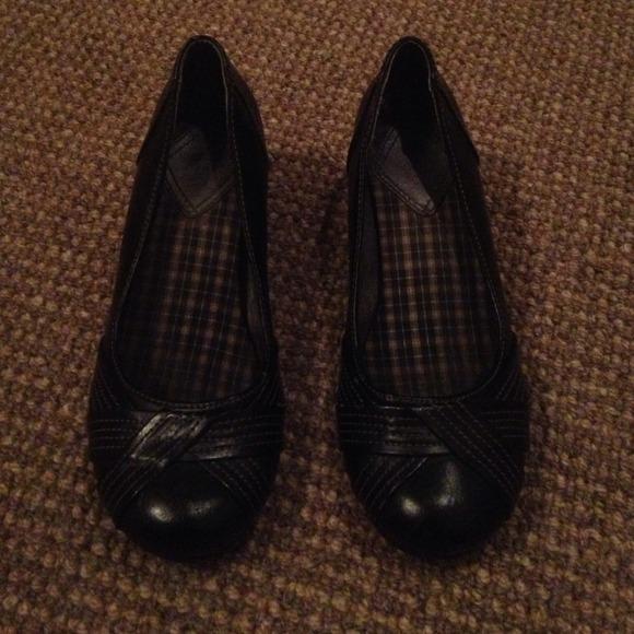 77 mudd shoes mudd wedges from glenna s closet on