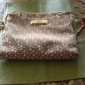 DKNY Messenger bag with chain strap❤️❤️❤️