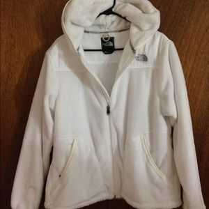 NWOT NORTH FACE! White fuzzy jacket with hood