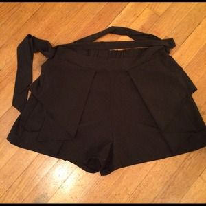 Pants - Black shorts with side ruffles