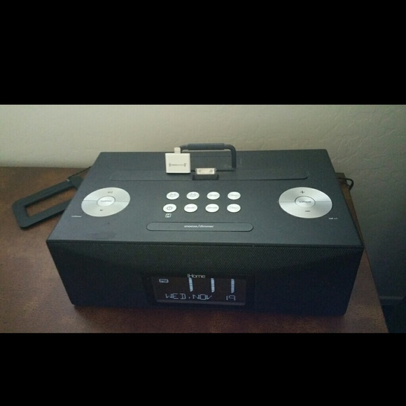 ihome sold ihome radio alarm clock w remote control from missesduran 39 s closet on poshmark. Black Bedroom Furniture Sets. Home Design Ideas