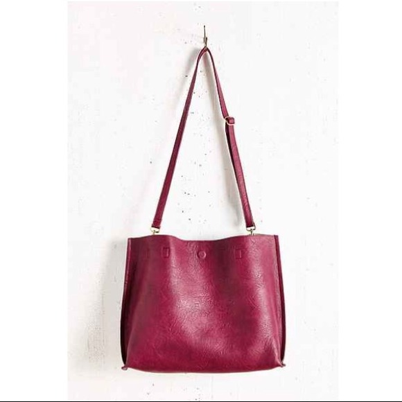 Urban reversible vegan leather tote! M 546d53a74a581e330a01aefc 3f23c030c