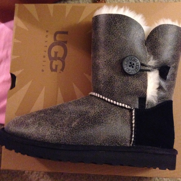 ugg bailey button triplet bomber size 9