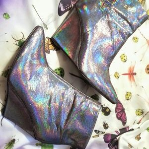 Holographic H&M wedge hologram pointed toe