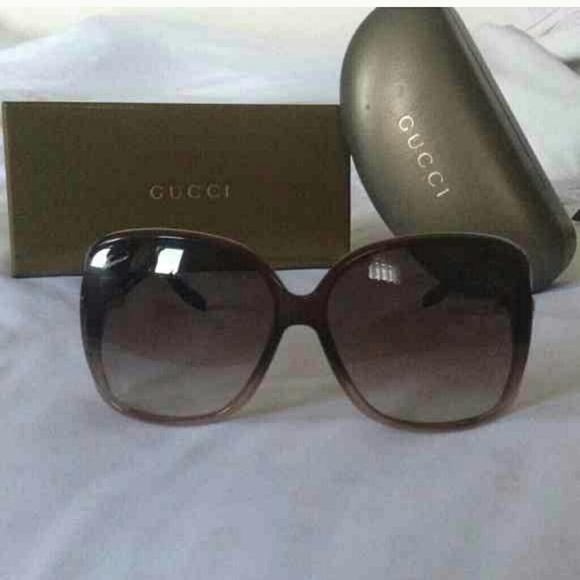 36cc9ce60e4 Gucci Accessories - GUCCI HEART LOGO SUNGLASSES