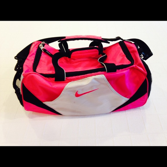 Nike Gym Bag, Hot Pink. M 546e63c4c1d1c3435b0b58d2 405a2bf1f3