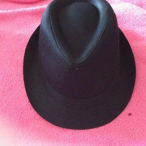 NWOT Accessories - Black hat 994e9a368775