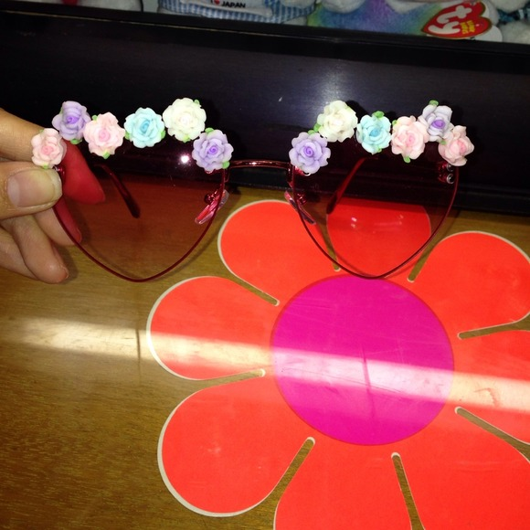 eaa3c83b15 Heart shaped flower sunglasses. M 546f068a665aa0034003f689