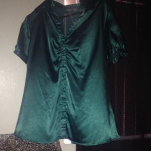 Emerald green button up with collar very nice